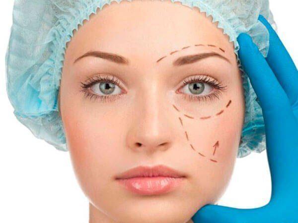 Cirugía estética facial femenina